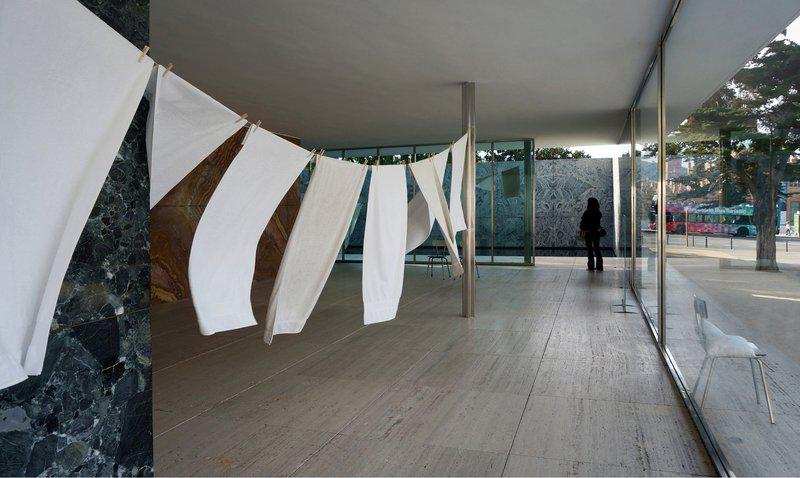 Domènec, The Stadium, the Pavilion and the Palace. Интервенция в павильон Миса ван дер Роэ и Лилли Райх, Барселона, 2018
